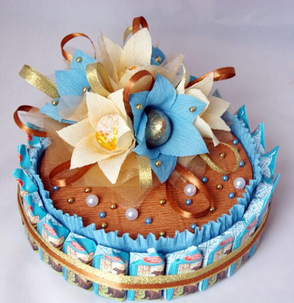 Красивый и сладкий букет из конфет на 8 марта: мастер классы с фото bukety iz konfet svoimi rukami 104