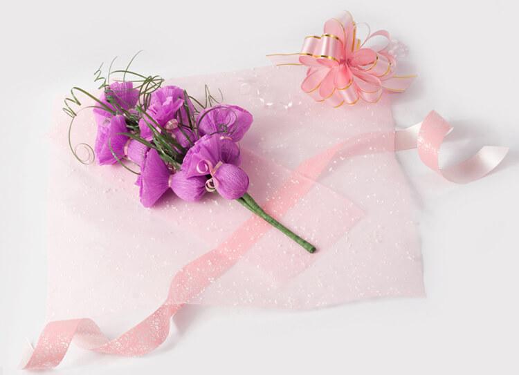 Красивый и сладкий букет из конфет на 8 марта: мастер классы с фото bukety iz konfet svoimi rukami 12