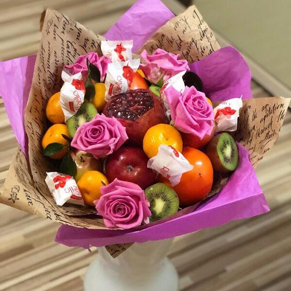 Красивый и сладкий букет из конфет на 8 марта: мастер классы с фото bukety iz konfet svoimi rukami 13
