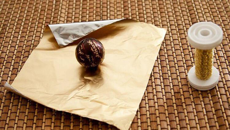 Красивый и сладкий букет из конфет на 8 марта: мастер классы с фото bukety iz konfet svoimi rukami 130