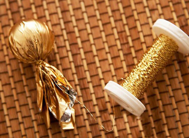 Красивый и сладкий букет из конфет на 8 марта: мастер классы с фото bukety iz konfet svoimi rukami 131
