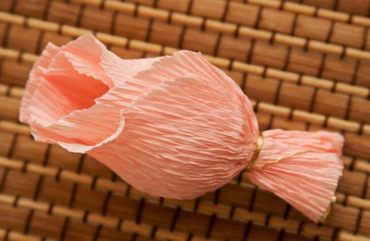 Красивый и сладкий букет из конфет на 8 марта: мастер классы с фото bukety iz konfet svoimi rukami 139