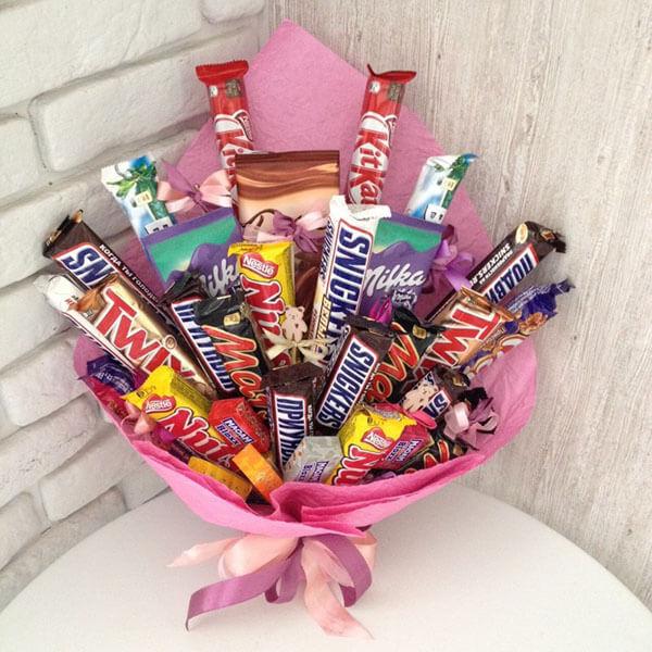 Красивый и сладкий букет из конфет на 8 марта: мастер классы с фото bukety iz konfet svoimi rukami 154
