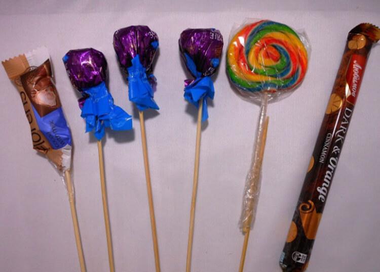 Красивый и сладкий букет из конфет на 8 марта: мастер классы с фото bukety iz konfet svoimi rukami 17