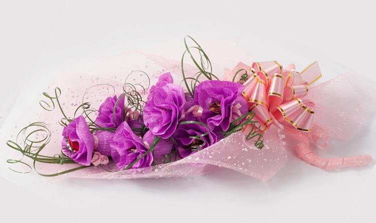 Красивый и сладкий букет из конфет на 8 марта: мастер классы с фото bukety iz konfet svoimi rukami 2