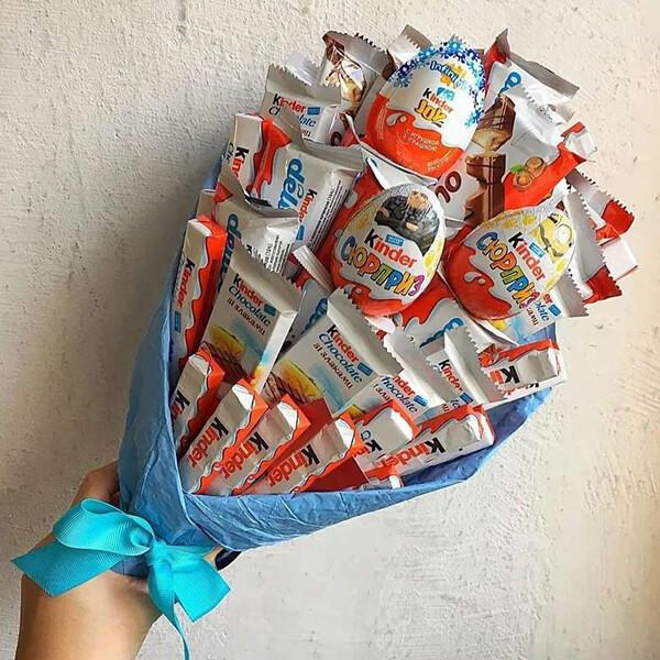 Красивый и сладкий букет из конфет на 8 марта: мастер классы с фото bukety iz konfet svoimi rukami 31