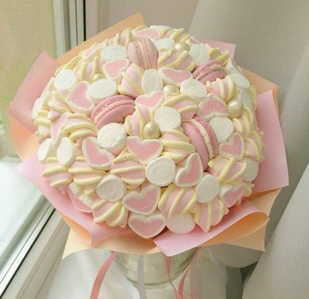 Красивый и сладкий букет из конфет на 8 марта: мастер классы с фото bukety iz konfet svoimi rukami 52
