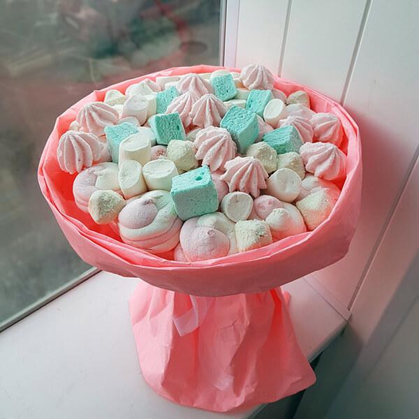 Красивый и сладкий букет из конфет на 8 марта: мастер классы с фото bukety iz konfet svoimi rukami 54