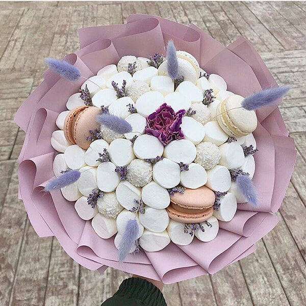 Красивый и сладкий букет из конфет на 8 марта: мастер классы с фото bukety iz konfet svoimi rukami 55
