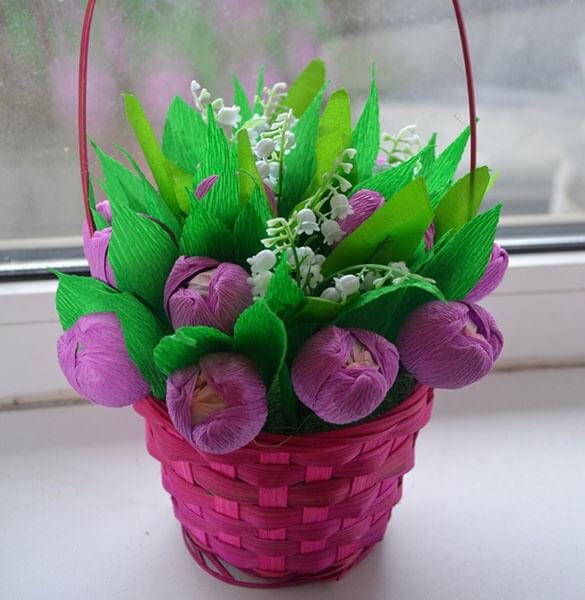 Красивый и сладкий букет из конфет на 8 марта: мастер классы с фото bukety iz konfet svoimi rukami 71