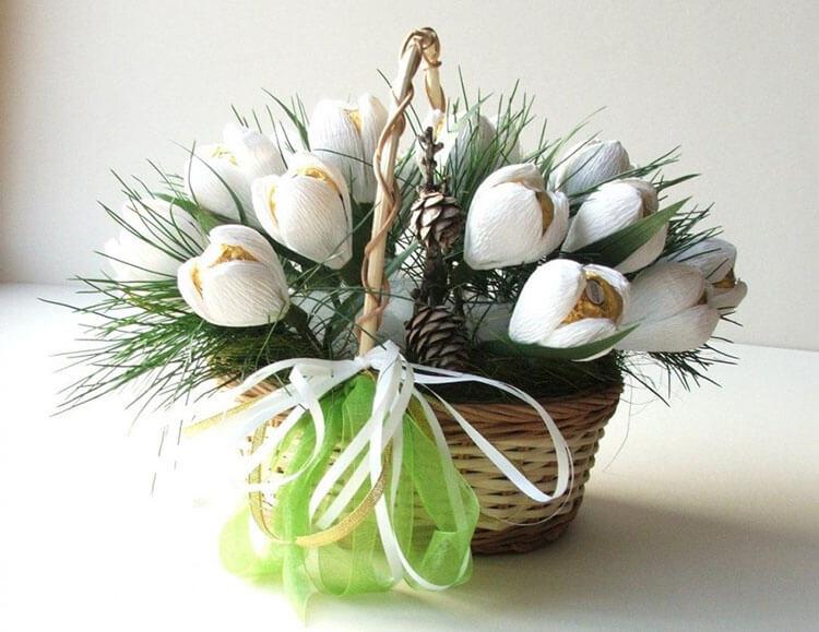 Красивый и сладкий букет из конфет на 8 марта: мастер классы с фото bukety iz konfet svoimi rukami 72