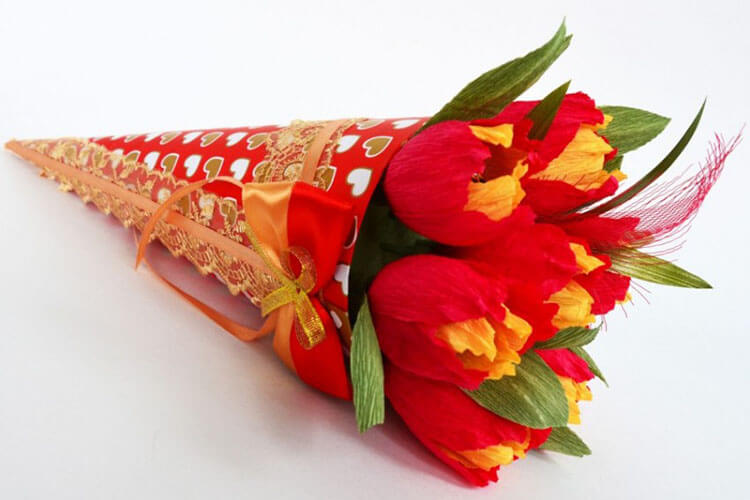 Красивый и сладкий букет из конфет на 8 марта: мастер классы с фото bukety iz konfet svoimi rukami 85