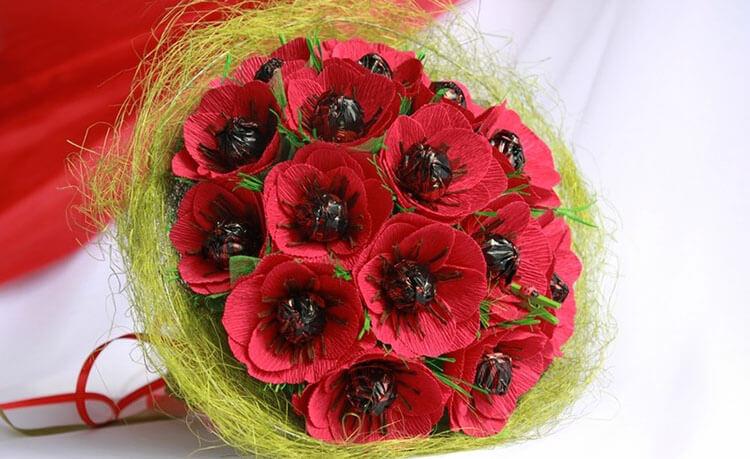 Красивый и сладкий букет из конфет на 8 марта: мастер классы с фото bukety iz konfet svoimi rukami 87