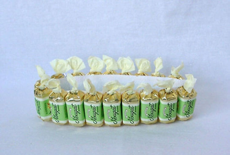 Красивый и сладкий букет из конфет на 8 марта: мастер классы с фото bukety iz konfet svoimi rukami 96