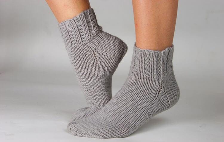 Как связать красивые носки спицами: варианты вязания на 2х и 5ти спицах kak svyazat noski 1