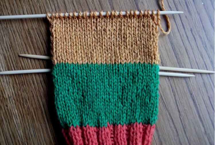 Как связать красивые носки спицами: варианты вязания на 2х и 5ти спицах kak svyazat noski 30