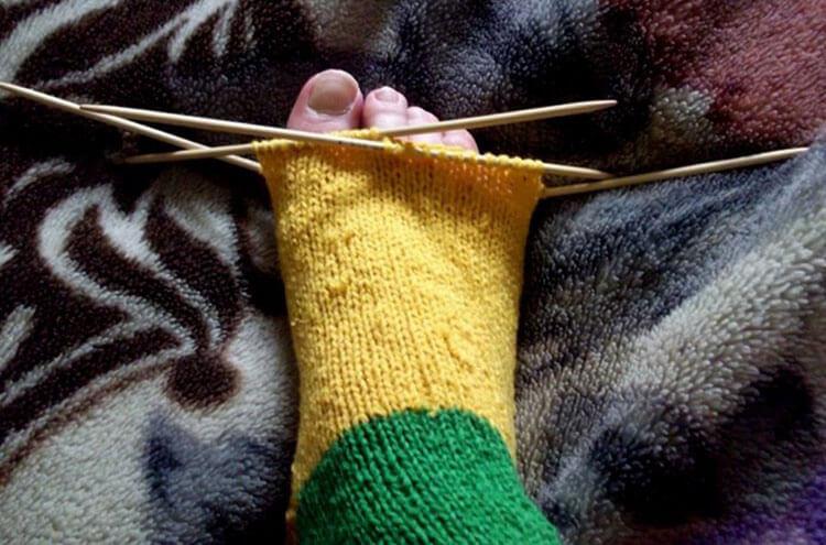 Как связать красивые носки спицами: варианты вязания на 2х и 5ти спицах kak svyazat noski 40