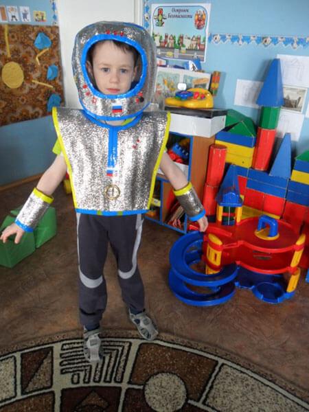 Интересные поделки для школы и садика на день Космонавтики podelki svoimi rukami ko dnyu kosmonavtiki 120