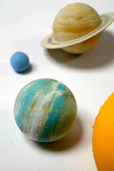 Интересные поделки для школы и садика на день Космонавтики podelki svoimi rukami ko dnyu kosmonavtiki 25