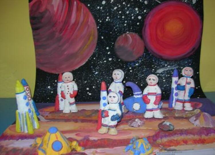 Интересные поделки для школы и садика на день Космонавтики podelki svoimi rukami ko dnyu kosmonavtiki 79