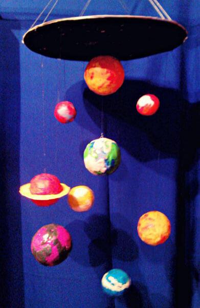Интересные поделки для школы и садика на день Космонавтики podelki svoimi rukami ko dnyu kosmonavtiki 96