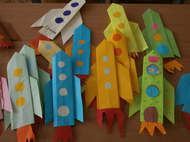 Интересные поделки для школы и садика на день Космонавтики podelki svoimi rukami ko dnyu kosmonavtiki 98