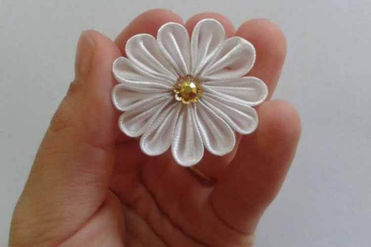 Делаем цветок ромашка своими руками из различных материалов romashki svoimi rukami 124
