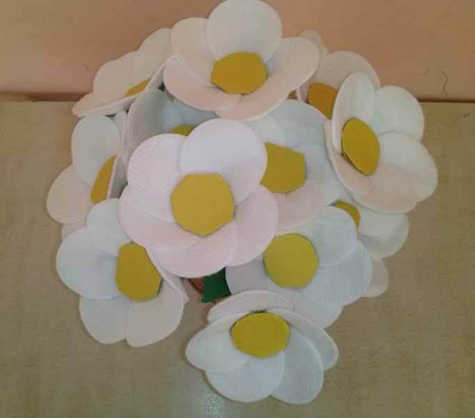 Делаем цветок ромашка своими руками из различных материалов romashki svoimi rukami 54