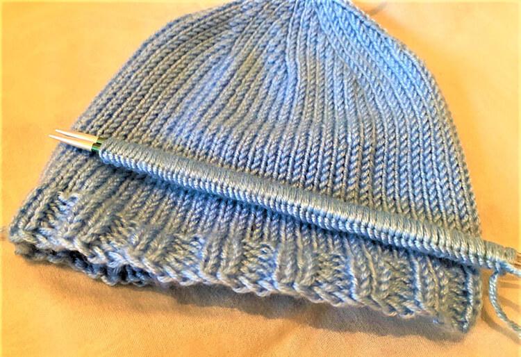 Как связать шапочку спицами для новорожденных: красивый головной убор для самых маленьких shapochka dlya novorozhdennyh spicami 35