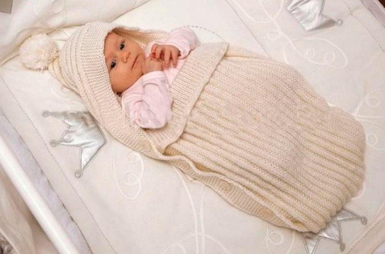 Вяжем красивый конверт спицами для новорожденного малыша detskij konvert spicami opisanie 2