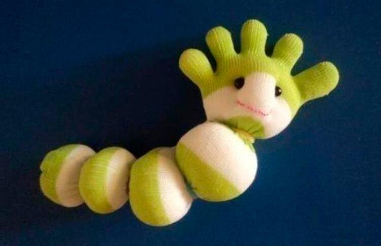 Детская поделка Гусеница из различных материалов podelka gusenica svoimi rukami 21