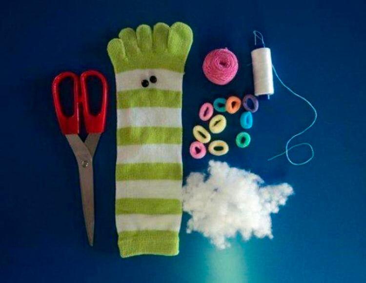 Детская поделка Гусеница из различных материалов podelka gusenica svoimi rukami 22