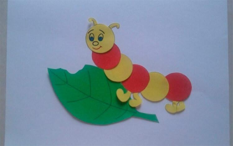 Детская поделка Гусеница из различных материалов podelka gusenica svoimi rukami 3