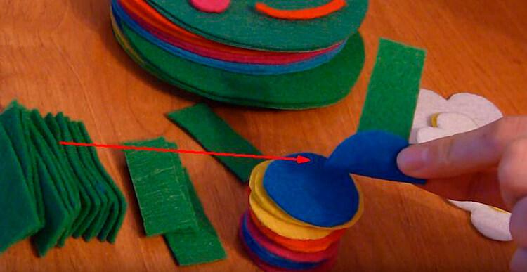 Детская поделка Гусеница из различных материалов podelka gusenica svoimi rukami 51