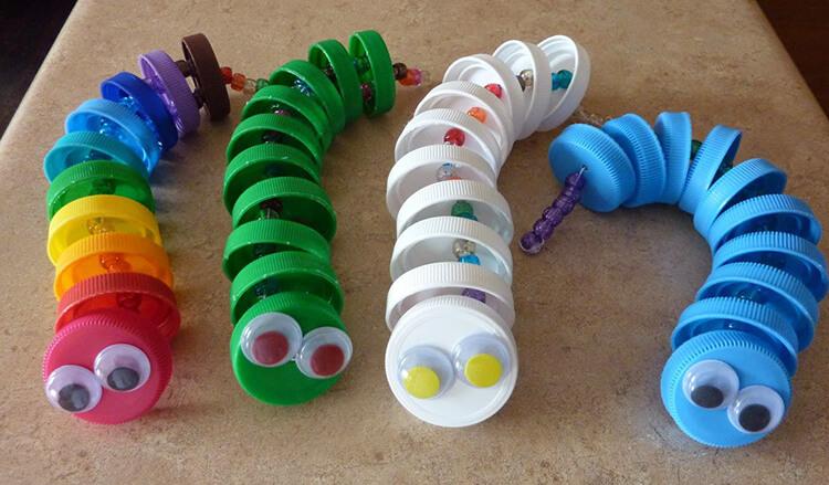Детская поделка Гусеница из различных материалов podelka gusenica svoimi rukami 89