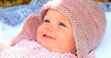 Чепчик для новорожденного: красивый головной убор спицами