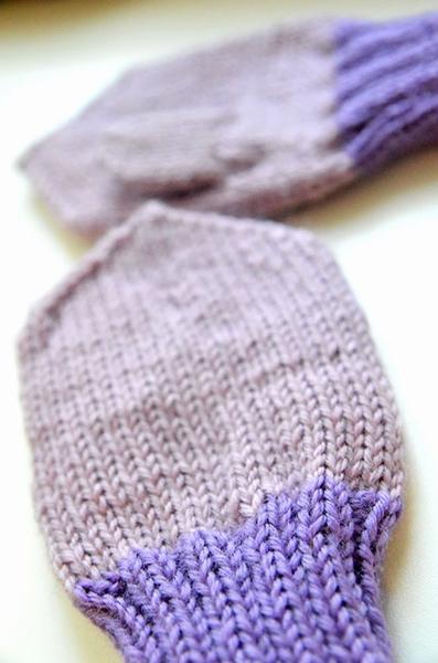 Красивые варежки для девочки спицами: защищаем ручки зимой varezhki spicami dlya devochki 20