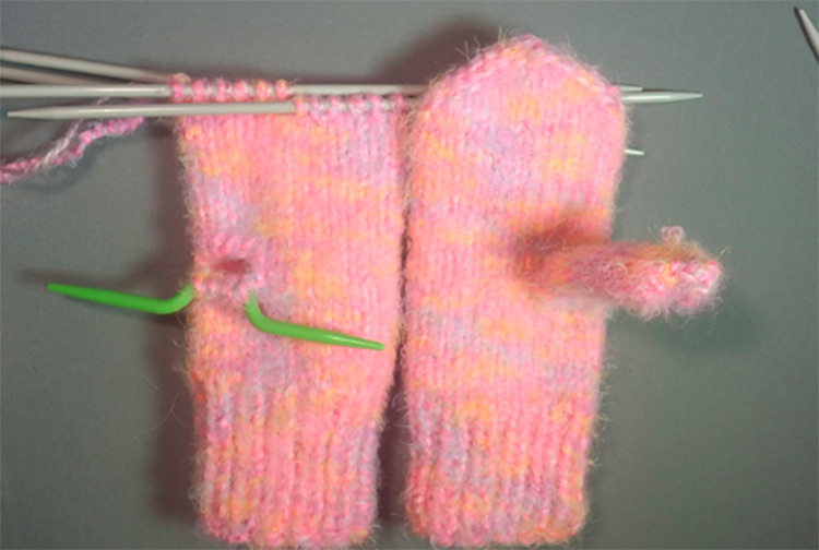 Красивые варежки для девочки спицами: защищаем ручки зимой varezhki spicami dlya devochki 40