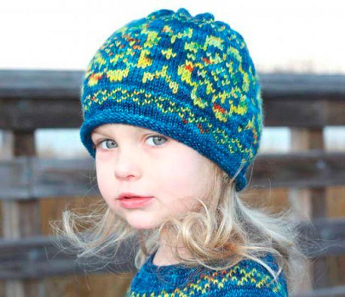 Красивые шапки для девочки: вяжем спицами на зиму shapka spicami dlya devochki 1