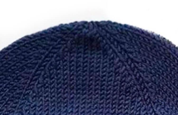 Красивые шапки для девочки: вяжем спицами на зиму shapka spicami dlya devochki 18