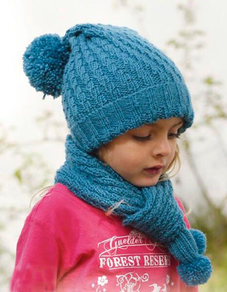 Красивые шапки для девочки: вяжем спицами на зиму shapka spicami dlya devochki 28
