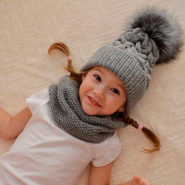 Красивые шапки для девочки: вяжем спицами на зиму shapka spicami dlya devochki 32