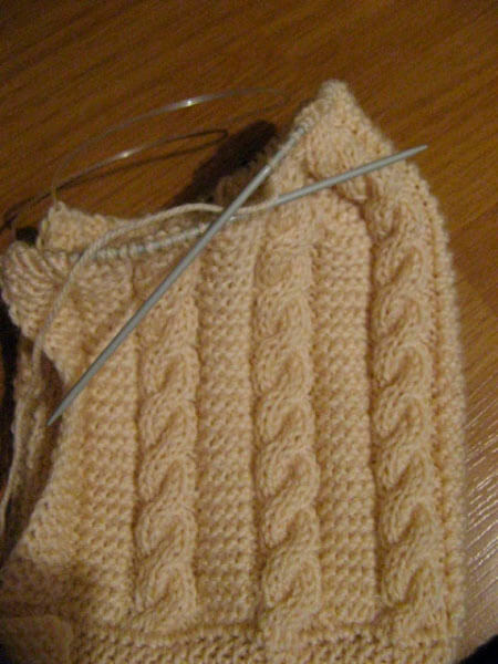 Красивые шапки для девочки: вяжем спицами на зиму shapka spicami dlya devochki 8