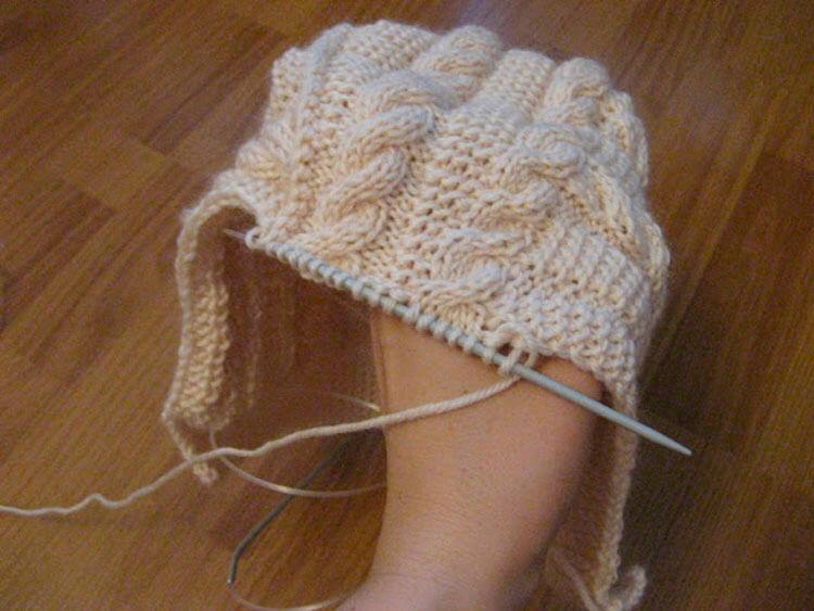 Красивые шапки для девочки: вяжем спицами на зиму shapka spicami dlya devochki 9